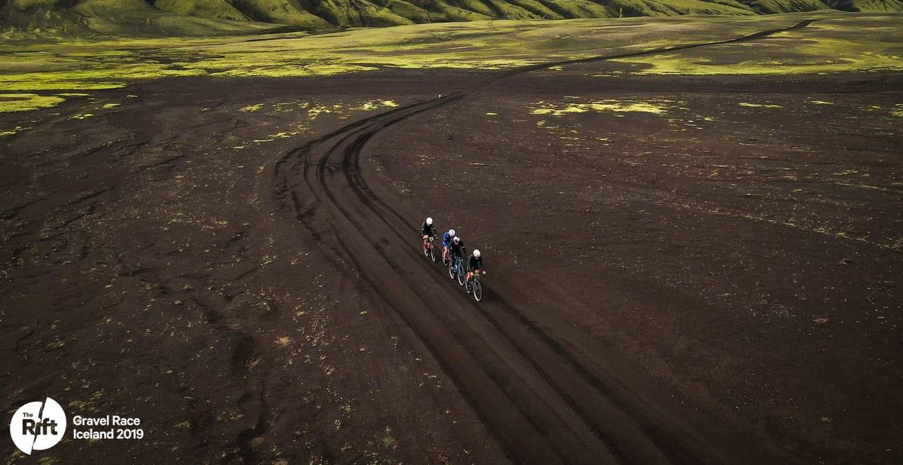 the-rift-la-carrera-gravel-mas-espectacular-del-mundo-mooquer