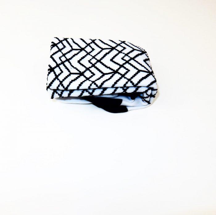 calcetines-altos-de-ciclismo-mooquer-pave-roubeaix-blanco-negro-lateral
