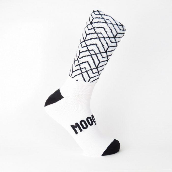calcetines-de-ciclismo-altos-para-ciclista-pave-roubeaix-blanco-mooquer-lateral