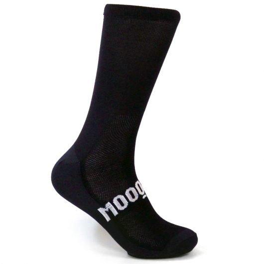 calcetines-de-ciclismo-black-corsa-breeze-mooquer-calcetines-ciclismo-verano-ropa-ciclista-breeze-lateral-derecho-calcetines-ciclista