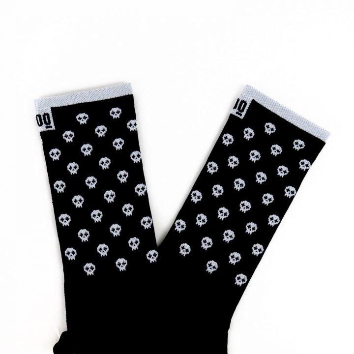 calcetines-de-ciclismo-calaveras-black-negras-mooquer-5