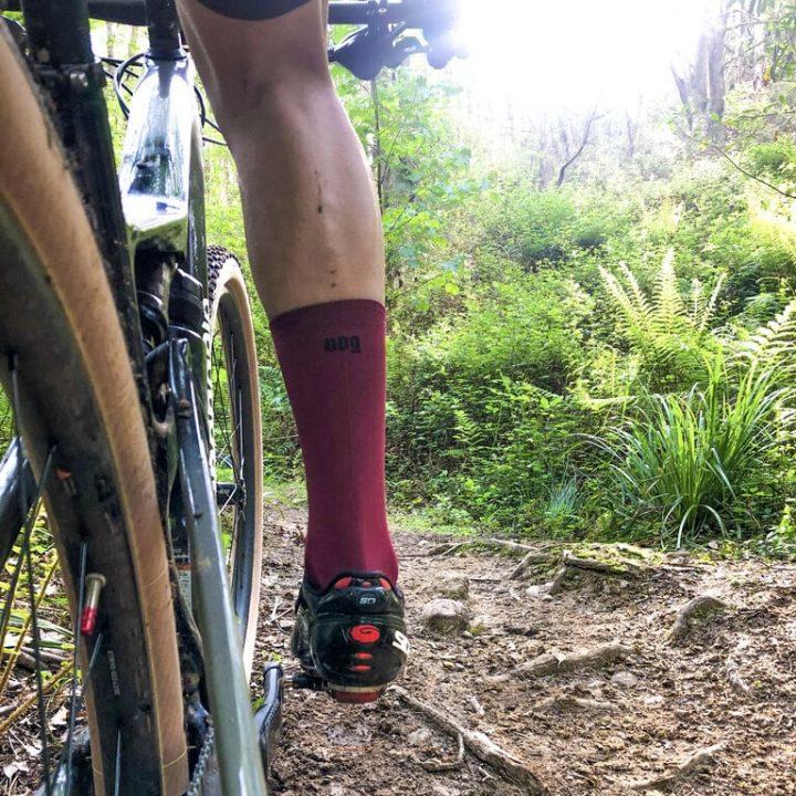 Calcetines de ciclismo classy garnet real mooquer calcetines y ropa ciclista