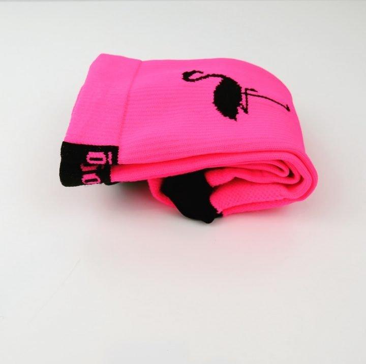 calcetines-de-ciclismo-flamingos-ropa-ciclista-calcetines-altos-lateral