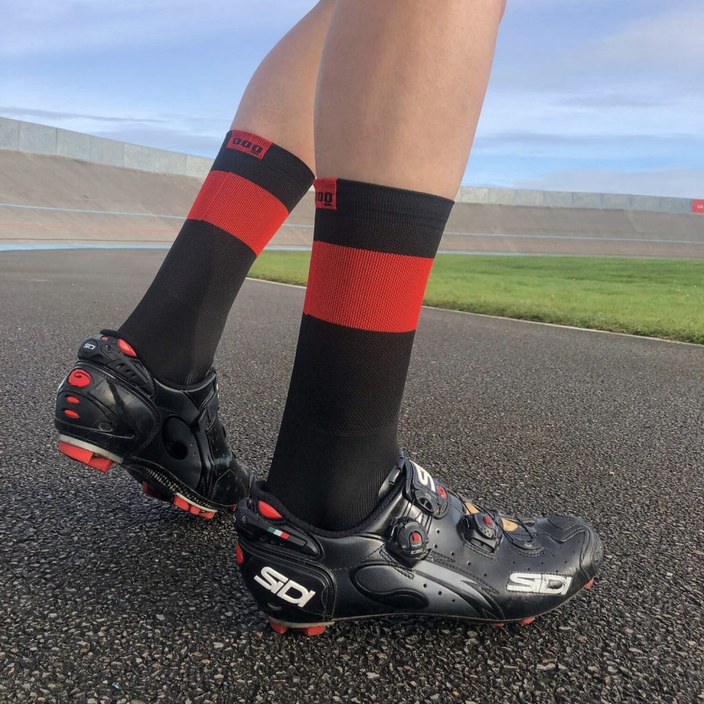 calcetines-de-ciclismo-termicos-calcetines-ciclistas-invierno-band-carbon-cafe-mooquer-ropa-ciclista-real