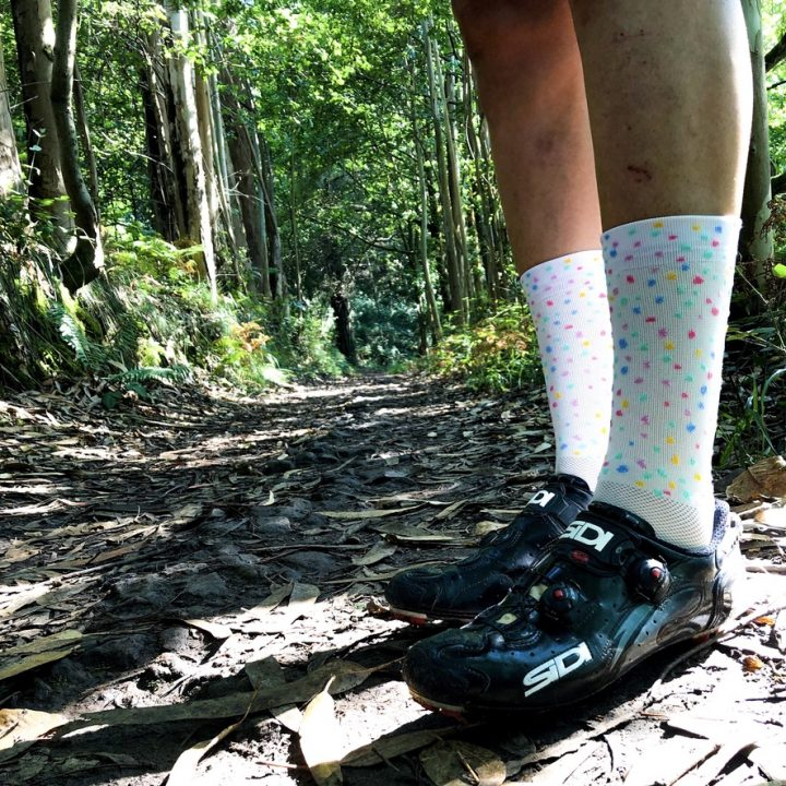 calcetines-de-ciclismo-tutty-frutty-mooquer-calcetines-de-ciclismo-calcetines-de-mtb-altos-mooquer