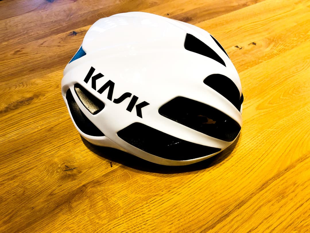 kask-protone-prueba-lateral-mooquer-ropa-calcetines-para-ciclismo